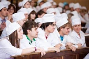 Абитуриенты предпочитают специальности, связанные с медициной. Фото: 7ya-media.com