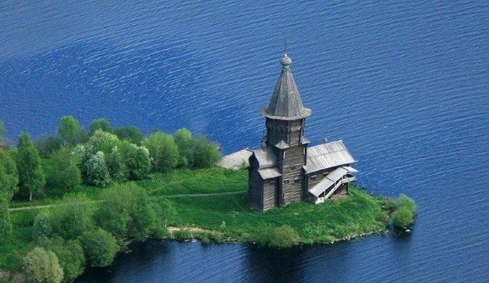 Успенская церковь в Кондопоге до пожара. Фото с сайта rf-smi.ru