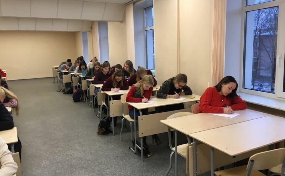 Студенты ПетрГУ приняли участие во Всероссийском диктанте по английскому языку