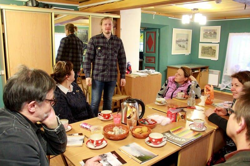 Продолжение обсуждения в музее за чашкой чая