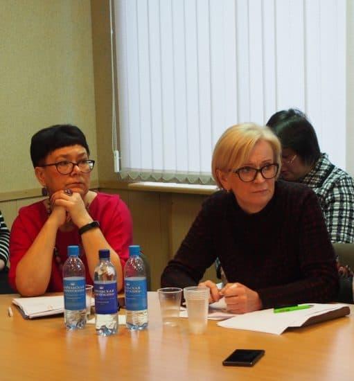 Ректор КИРО Ольга Дьячкова (слева) и главный специалист Минобразования РК Наталья Васильева. Фото Марии Голубевой