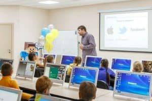 Нацпроект предусматривает цифровизацию школ. Фото: Фото: fulledu.ru