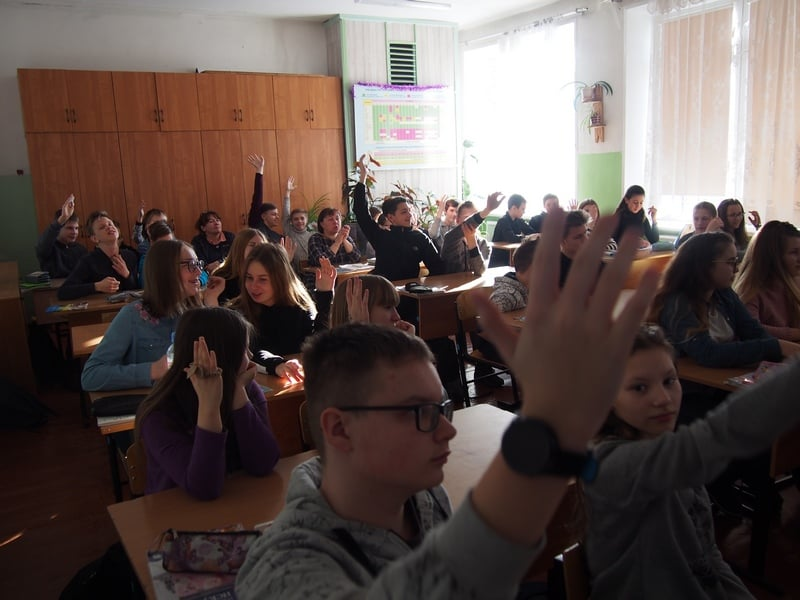 В школе №3 на встречу с художниками пришли 37 семиклассников