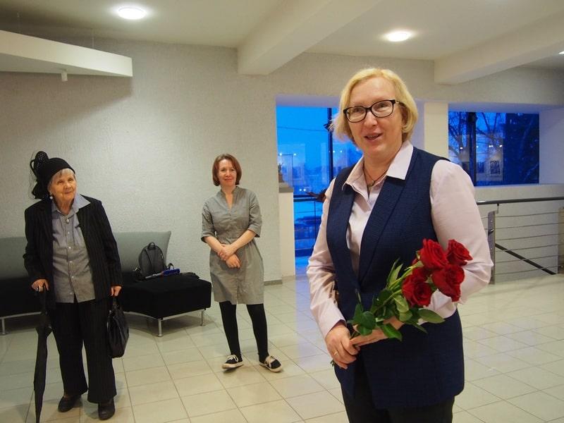 Выставку открывает Наталья Аргутина, главный специалист Национального театра Карелии