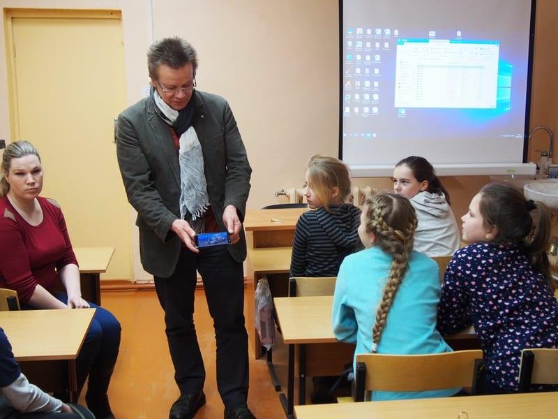 Владимир Зорин с учениками детской школы искусств им. А.Ю .Бесолова