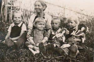 Семья фельдшера Котомкина. Шуньга, 1927 год