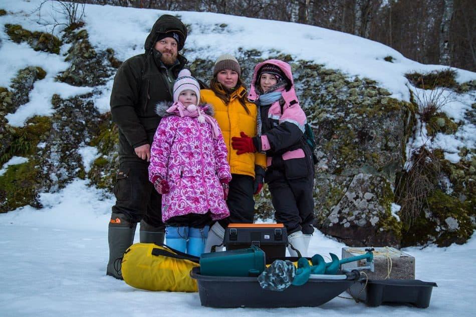 Илья Тимин с дочками и женой Марией, главным другом по жизни