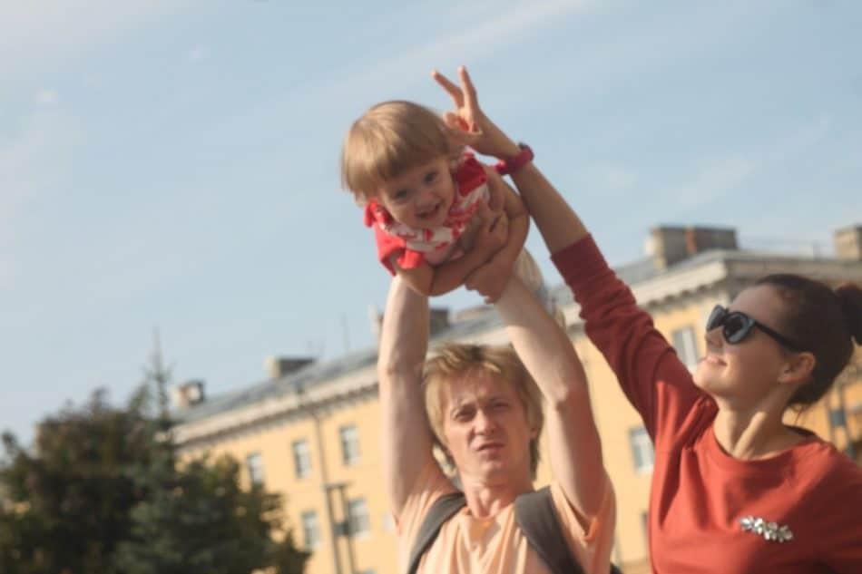 Елена Димитрова, Никита Анисимов с дочерью Аглаей. Фото из личного архива