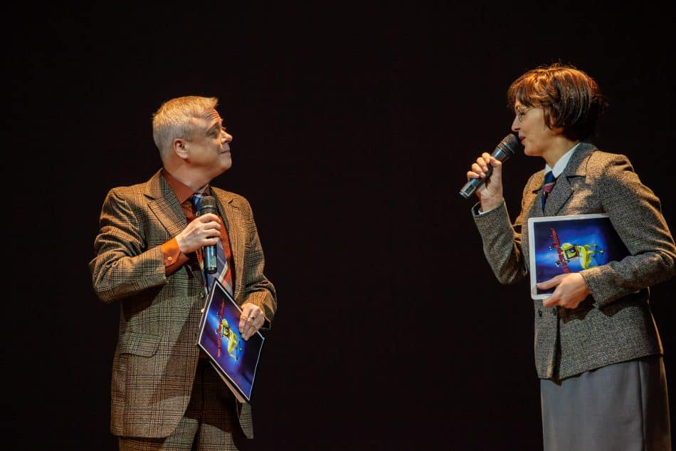 Вели церемонию Ильф (справа - Виктория Федорова) и Петров (Георгий Николаев). Фото Юлии Утышевой
