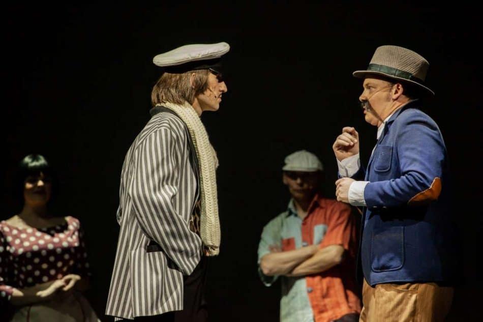 Остап Бендер (Дмитрий Константинов) и Киса (Павел Назаров). Фото Юлии Утышевой