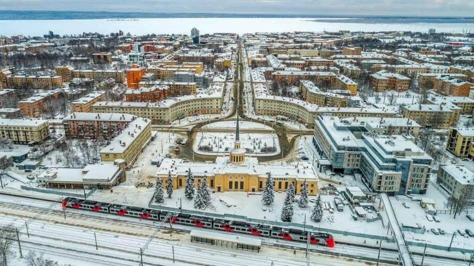 Дневной Петрозаводск сверху. Фото Ильи Тимина