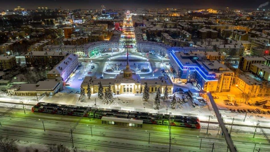 Ночной Петрозаводск сверху. Фото Ильи Тимина