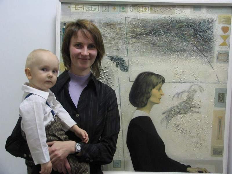 С сыном Саввой на фоне портрета Аркадия Морозова