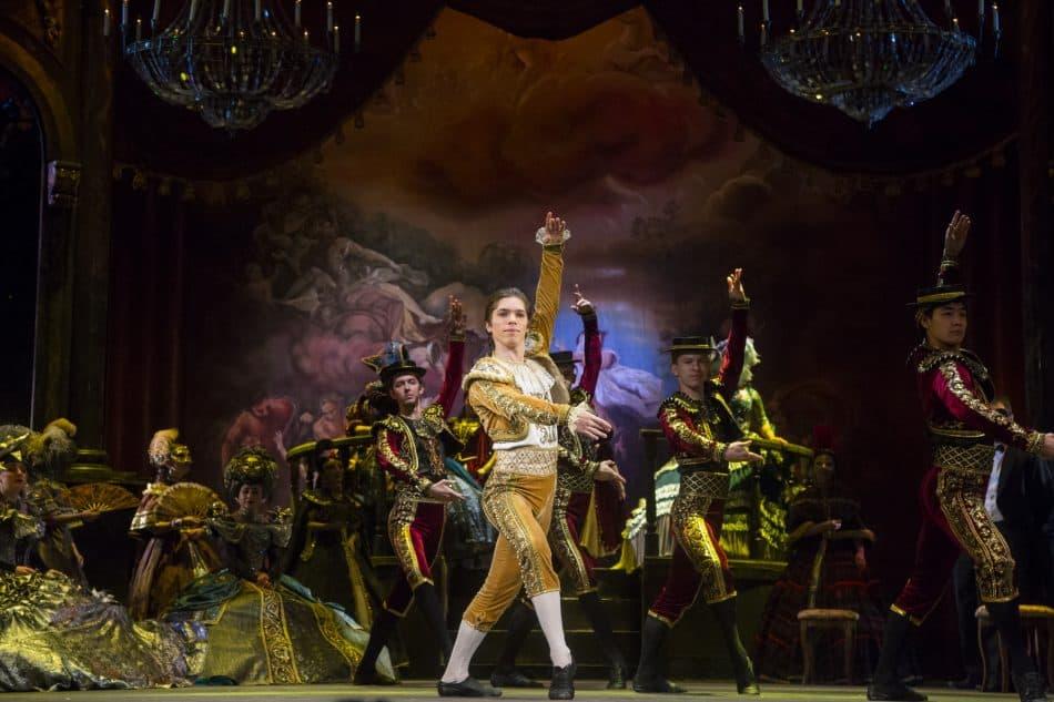 «Травиата», Испанский танец – Александр Шутов. Фото Виталия Голубева