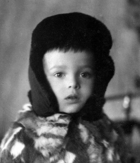 Коле 4 года, 1950 год. Примерно с этого возраста он помнит Петрозаводск