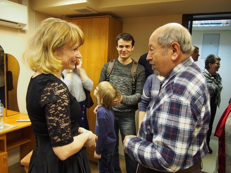 Елену Веселову поздравляет профессор Виктор Абрамов