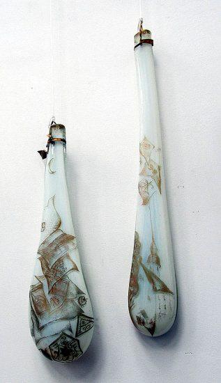 «Белой ночью села буквы рисовать». Настенные декоративные вазы. Сульфидно-цинковое стекло, гута, гравировка, золочение, серебрение, латунь, чеканка