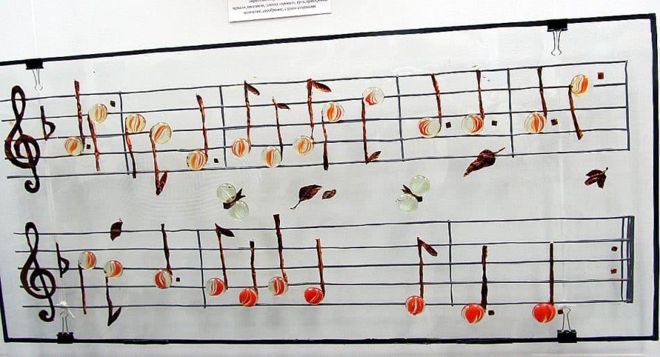 «Поспели вишни в саду у дяди Вани (Субботняя вишневая песнь)». Арт-объект. Листовое стекло, гутные элементы, свинцовая пайка, медь, чеканка, склейка