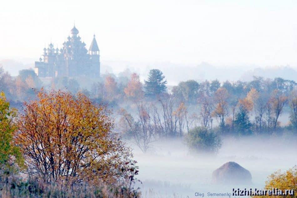 Золотая осень в Кижах. Фото Олега Семененко
