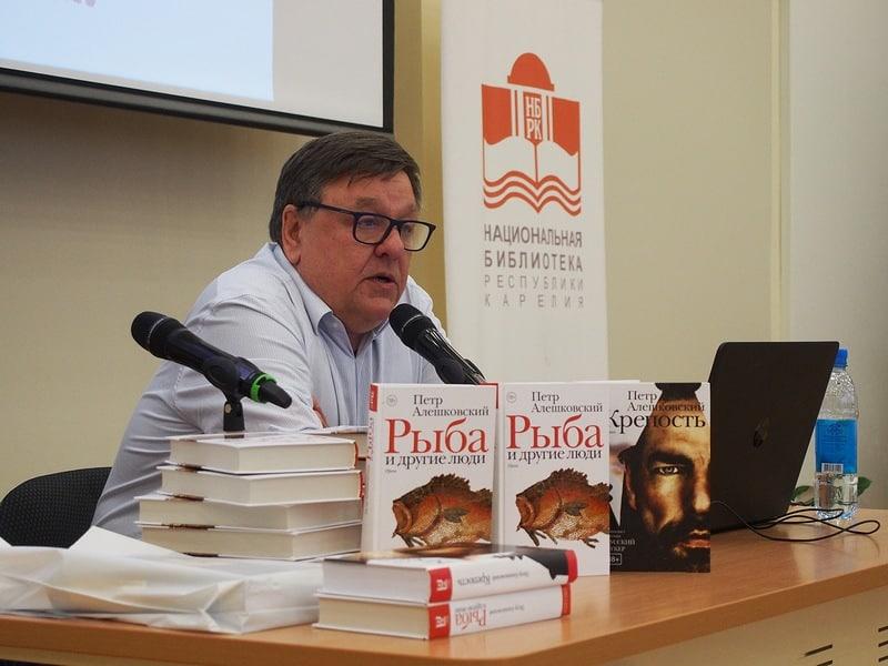 Гостем Библионочи стал московский писатель Петр Алешковский