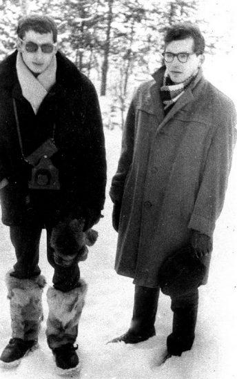 Николай Кутьков и Евгений Неелов в Калевале, где в школах читали лекции о поэтах, погибших на войне
