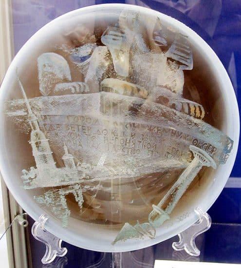 «Снежная дева. Блоку посвящается». Декоративное блюдо, гута, цв. стекло, гравировка, золото и серебро