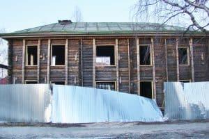 Дом Богданова, 04.04.2019. И вновь поваленный забор