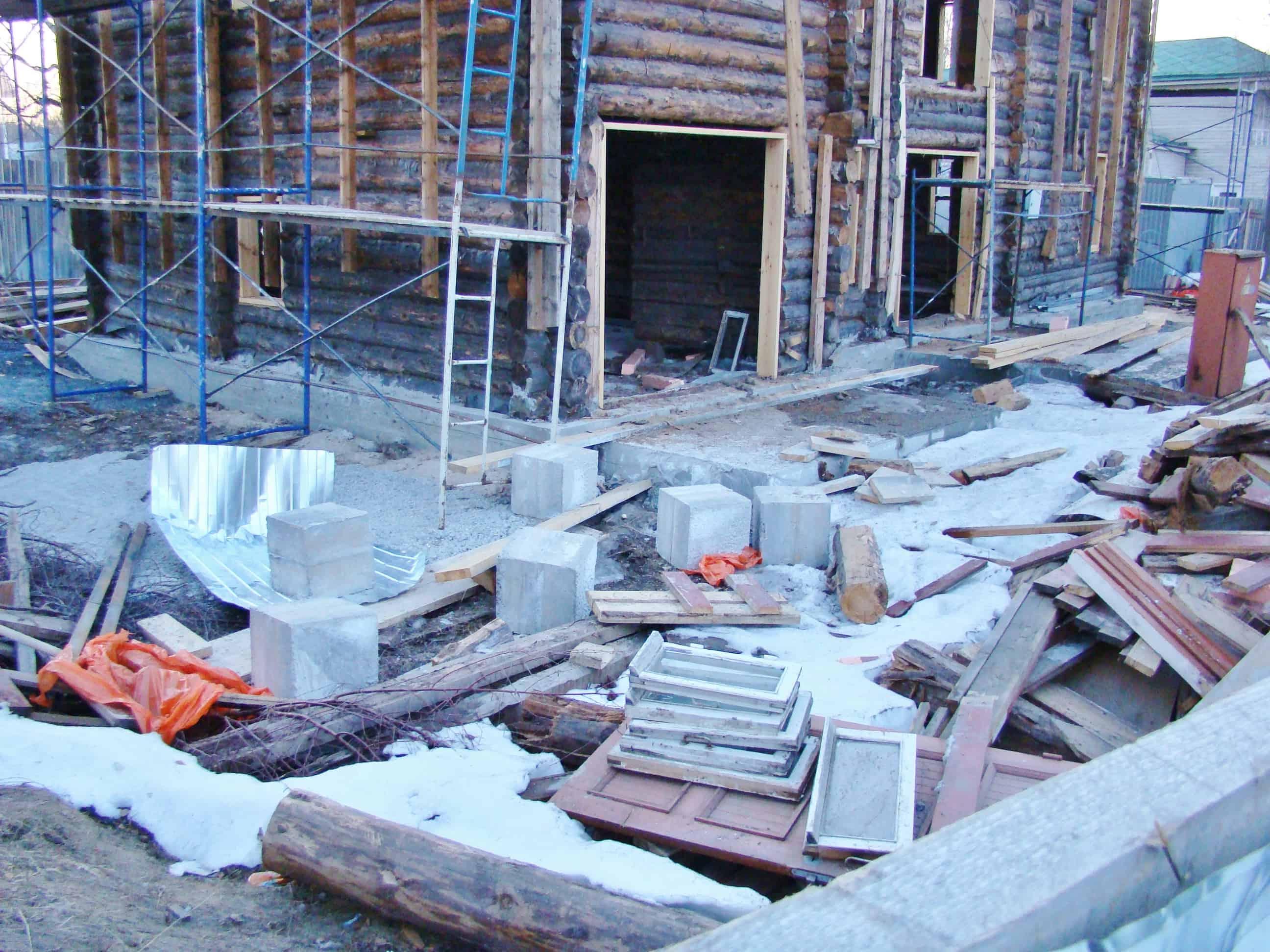 Дом Богданова, 4.04.19 Из нового вот эти бетонные кубики на участке