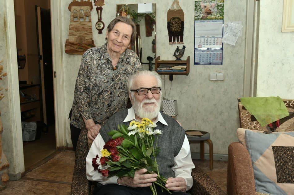 Академик Орфинский с женой у себя дома. 29 апреля 2019 года. Фото пресс-службы правительства Карелии