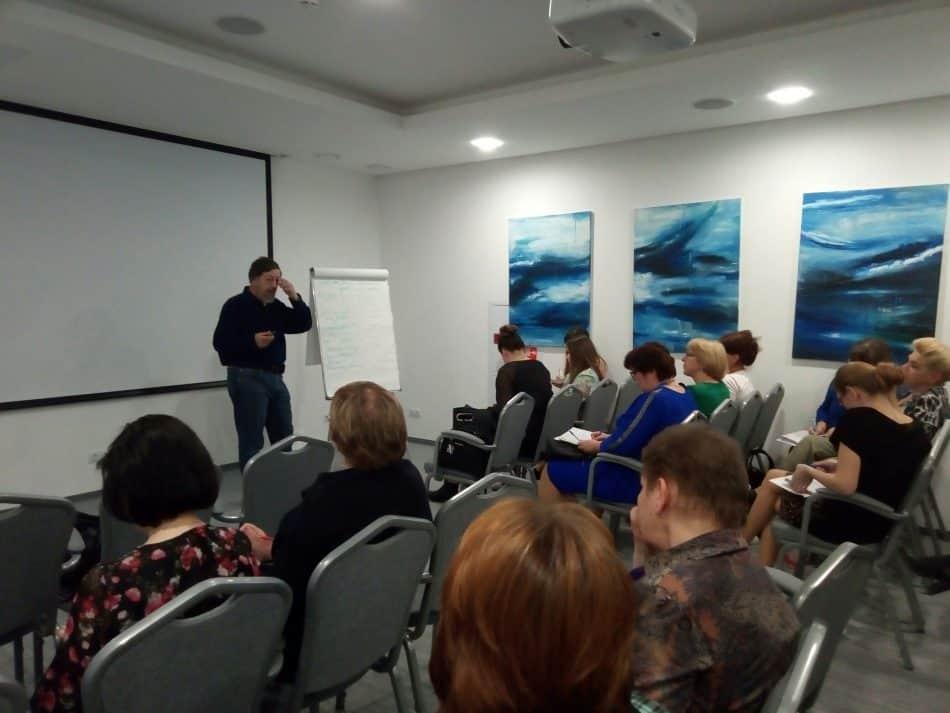 Всеволод Луховицкий ведет семинар в Петрозаводске. Фото Натальи Мешковой