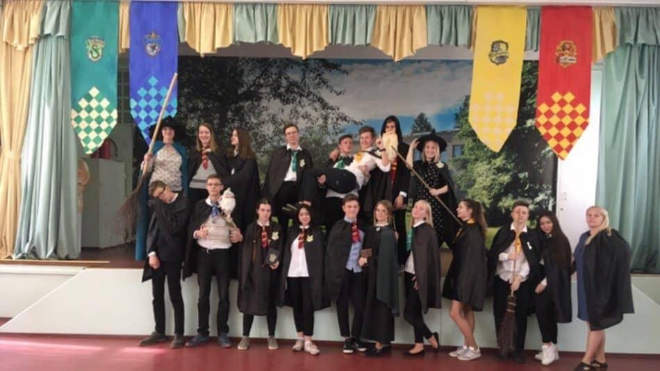 Участники интеллектуального квеста «Школа волшебников»