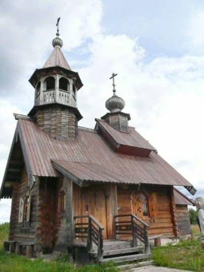 Воссозданная деревянная часовня Василия Великого
