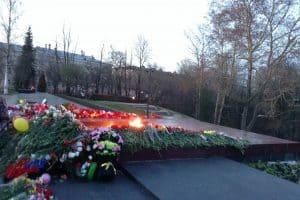 могила Неизвестного солдата с Вечным огнем  Славы в Петрозаводске
