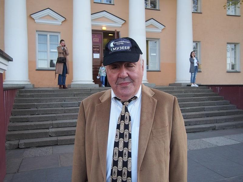 Директор Михаил Гольденберг лично встречал гостей у входа в музей. Фото Ирины Ларионовой