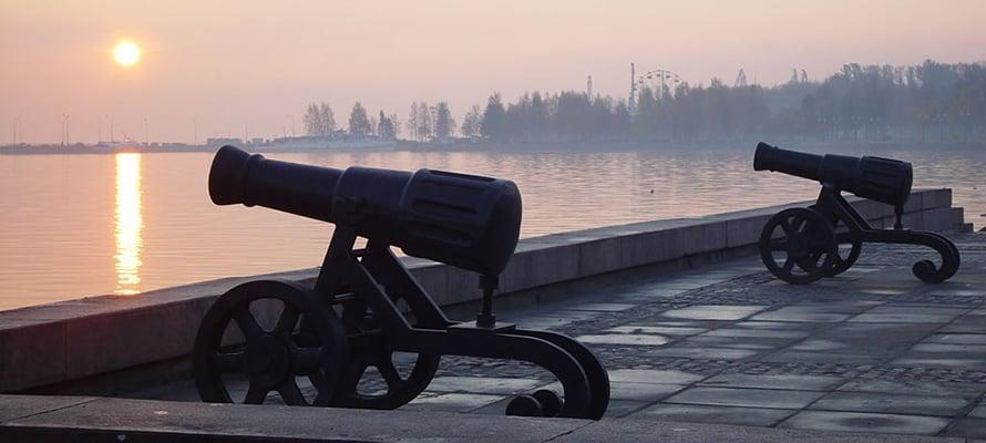 Пушки на набережной. Фото: stolicaonego.ru