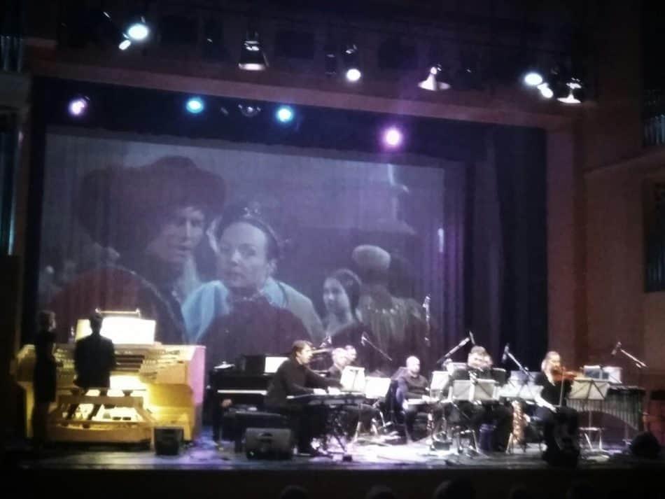 Во Дворце искусств Кондопоги прозвучала музыка из кинофильмов. Выступил звездный состав музыкантов, собранный только на один вечер. Фото: vk.com/id2845023