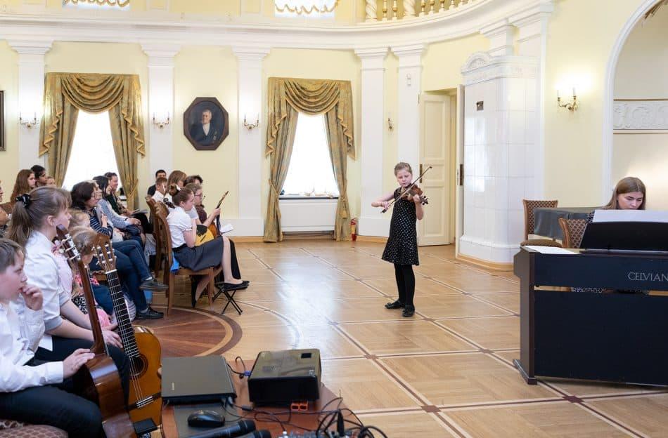 Концерт учащихся школы имени М. Балакирева в Зале Благородного собрания. Фото Леонида Николаева