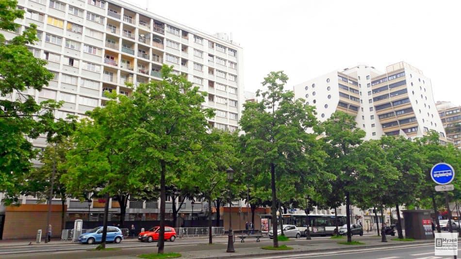 Высотки в Париже в районе станции метро Сталинград. Это так называемое жилье для бедных, где живут и французы и мигранты