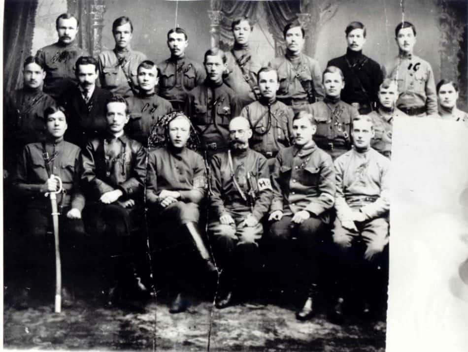 Городская милиция Петрозаводска в 1918 году. В центре – Р.Л. Прушевский. Слева – Г.В. Зуев
