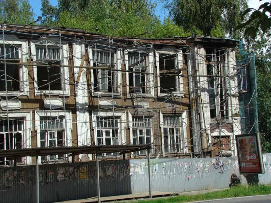 Здание детской поликлиники летом 2016 года. Фото Юлии Свинцовой