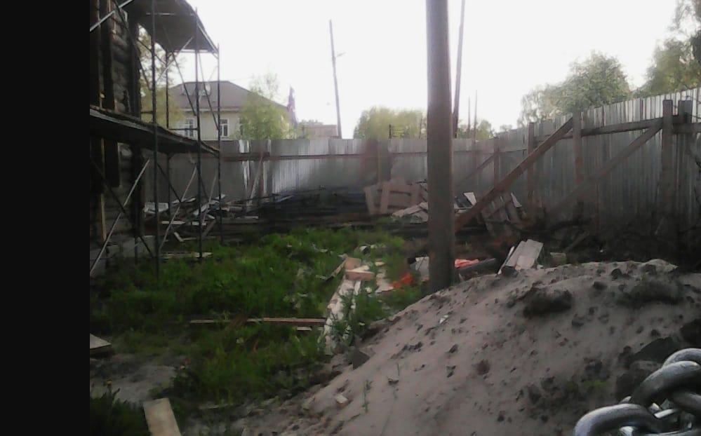 Теперь уже и видимости охраны участка нет, вывезли бытовку. фото Ю.Свинцовой
