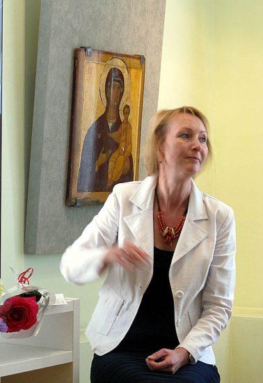 Готовить книгу к грантовому конкурсу помогала Владимиру Георгиевичу реставратор музея Мария Смирнова