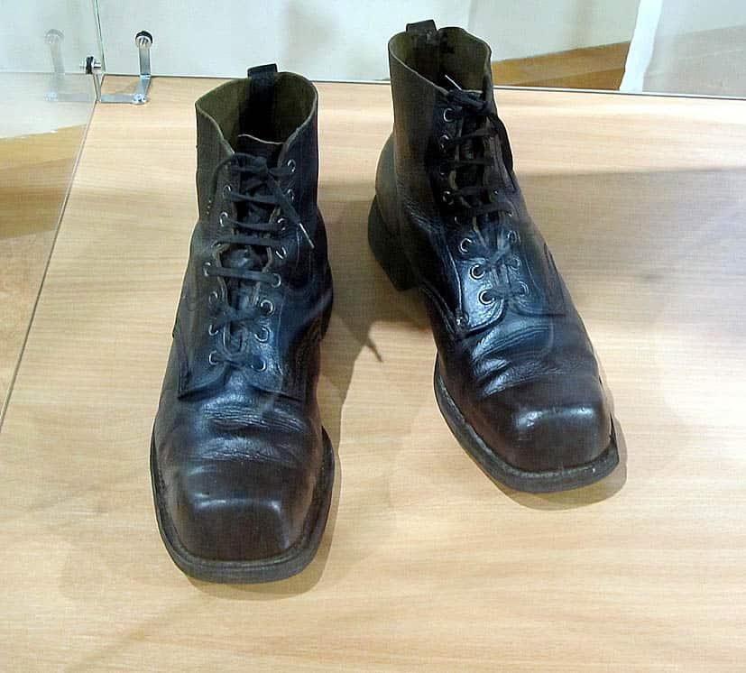 Обычные для Карелии лыжные ботинки попали в музей и на выставку скорее всего благодаря их владельцу. В них бегал на лыжах видный политический деятель О.В. Куусинен, возглавлявший Карело-Финскую ССР в 1940-1956 годах