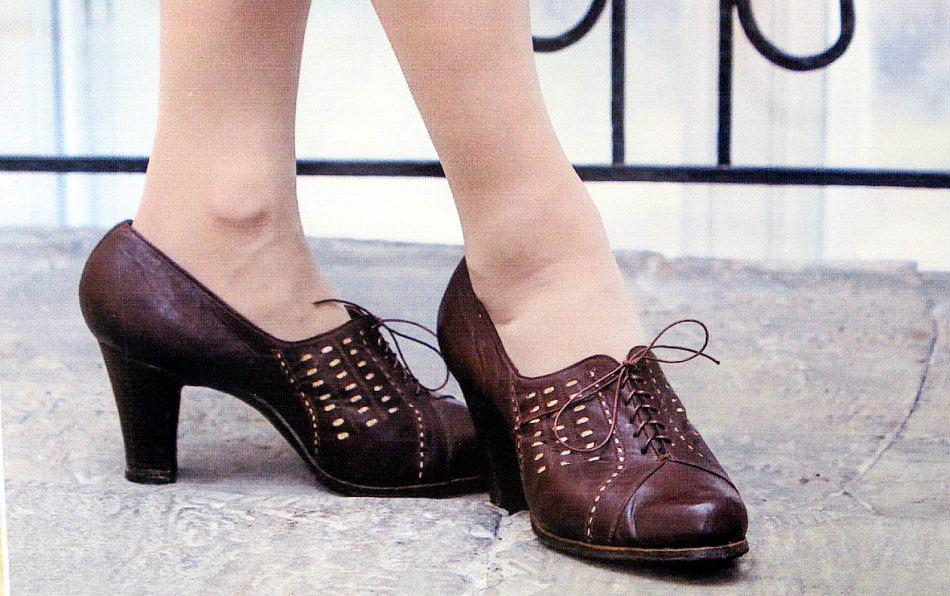 Эти дамские туфельки шили мастера артели «Кустпромкож» в 1947-1948 годах. «Дайте женщине пару хороших туфель, и она покорит весь мир», - говорила Мэрилин Монро