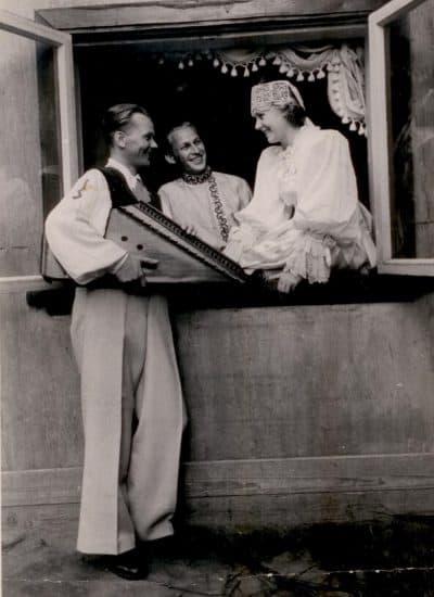 """""""Кантеле"""", 1950-е годы. Слева направо: Тойво Вайнонен, Андрей Шутко и Лидия Косолапова"""