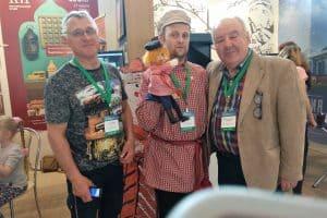 Директор Национального музея Карелии Михаил Гольденберг  с коллегами из Каргополя