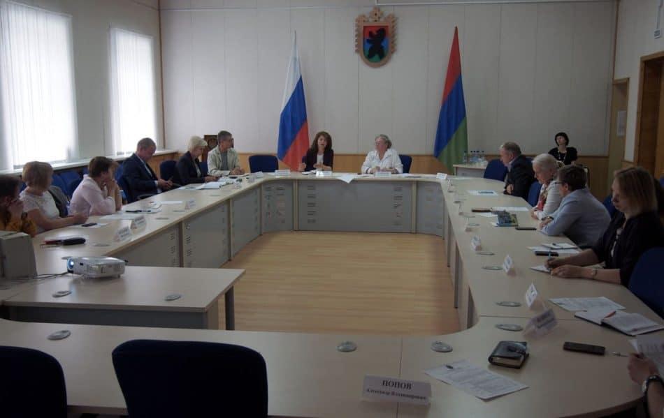 Обсуждение проблем сельских школ республики в Общественной палате Карелии 13 июня. Фото Марии Голубевой