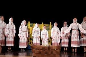 Спектакль «Овод и козы» театра «Ауринко» из села Ругозеро был отмечен  Гран-При фестиваля. Фото: vk.com/club87340841