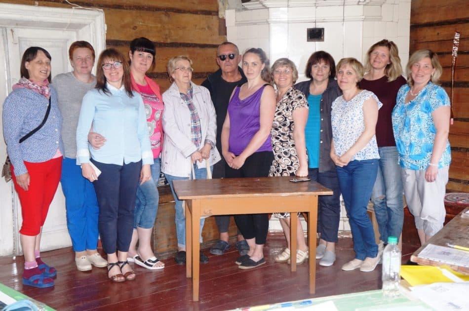 Участники семинара «Школа сельского корреспондента» в деревне Кондобережская