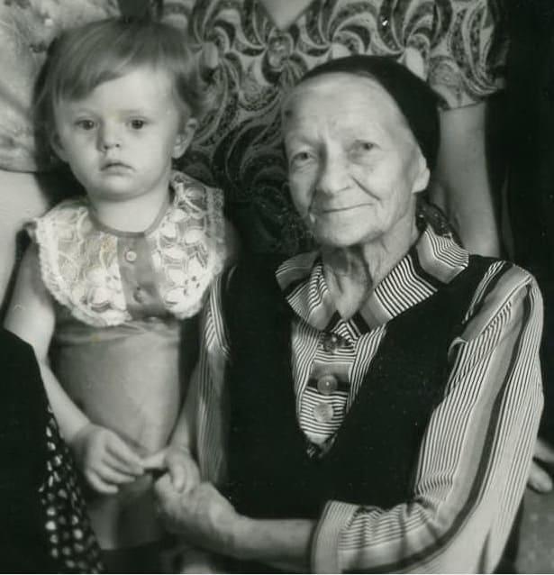 Елизавета Оскаровна Майер с правнучкой Виоленой, 1983 год, Малоярославец